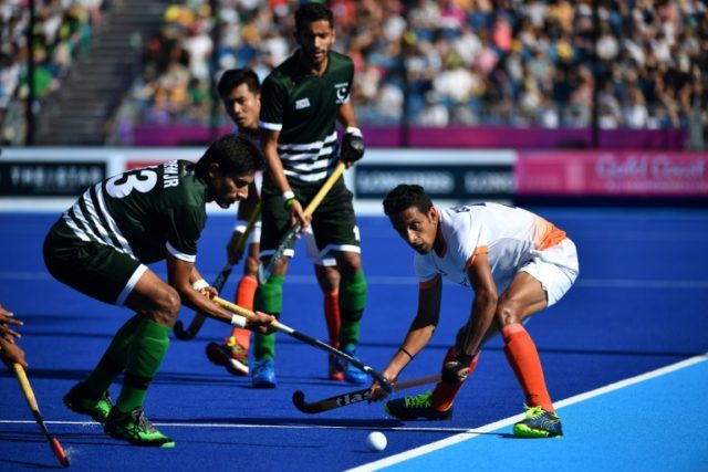 Muhammad Irfan Jr. (L) of Pakistan and Gurinder Singh (R) of India fight for the ball during their men's field hockey match