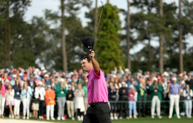 Patrick Reed of the United States acknowledges the crowd after making par on the18th green to win the 2018 Masters Tournament