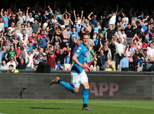 Last-gasp Napoli keep title ambitions alive