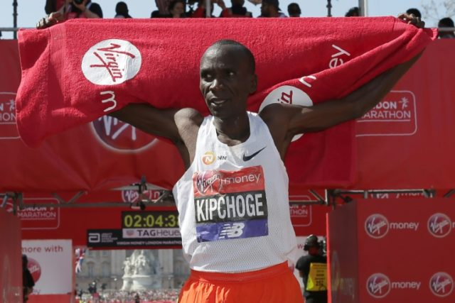 Kenya's Eliud Kipchoge celebrates after winning the men's race at the 2018 London Marathon