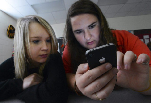 Cellphones gaining acceptance inside US schools