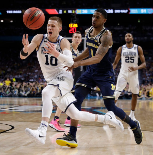 Villanova takes title, 79-62 over Michigan behind DiVincenzo