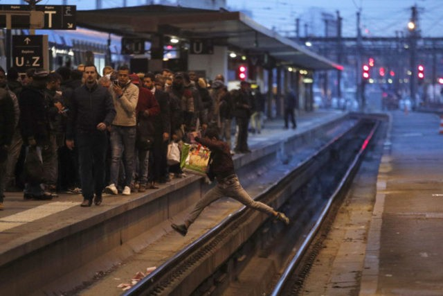 French strikes cause railway chaos and challenge Macron