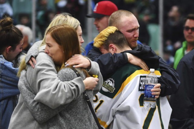 Canada town's arena focus of mourning after crash kills 15