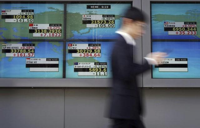 Asia stocks post slim gains as investors eye trade tensions