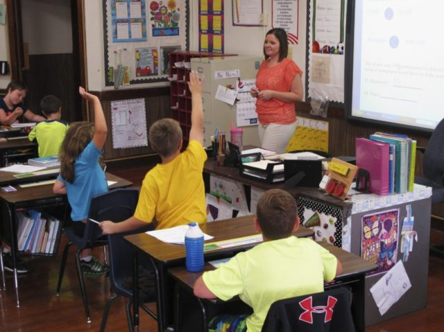 In this Sept. 18, 2013 photo, Shelly Ellis teaches fourth-grade students in a newly air conditioned classroom at Bement Elementary School in Bement, Ill. The results of the latest Nation's Report Card are in and the news isn't good. Fourth-graders made no improvements in math or reading, while eighth-graders' scores …