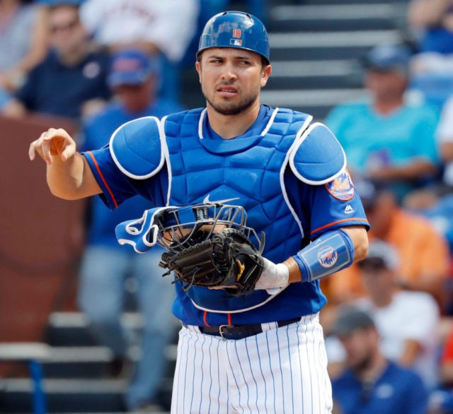 Mets' Travis d'Arnaud tears elbow ligament, surgery possible