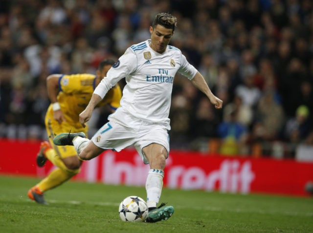 Late Ronaldo penalty puts Madrid into CL semifinals