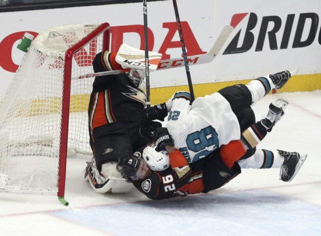 Kane scores 2 goals in playoff debut, Sharks top Ducks 3-0