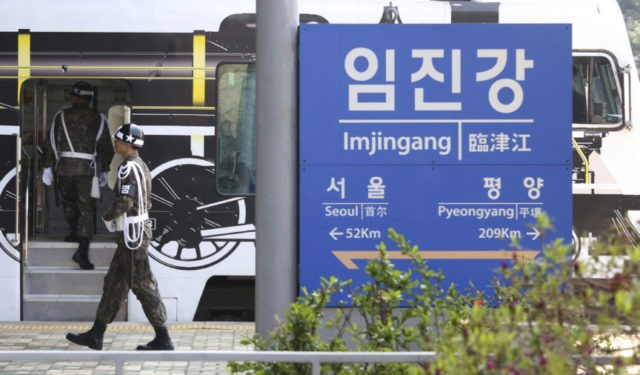 Koreas set up hotline between leaders ahead of summit