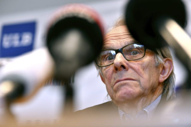 Brussels university honors director Loach despite critics