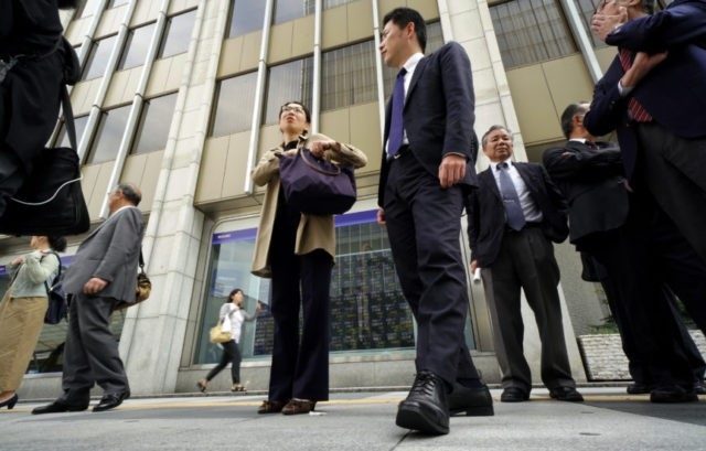 Global shares advance on strong China factory data