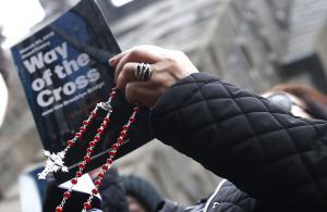 Gallup: Weekly Catholic church attendance in decadelong decline