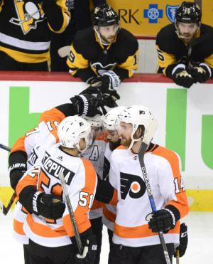Flyers' Sean Couturier nets hat trick despite torn MCL