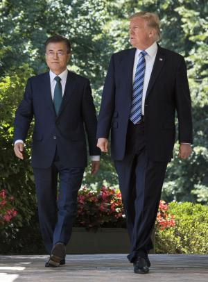 Moon, Trump to hold summit before U.S.-North Korea talks