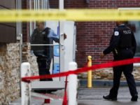 Chicago Police investigate scene of fatal shooting in Chicago. (Photo: Jose M. Osorio, Chicago Tribune via AP)
