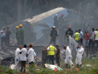 TOPSHOT - Emergency personnel works at the site of the accident after a Cubana de Aviacion aircraft crashed after taking off from Havana's Jose Marti airport on May 18, 2018. - A Cuban state airways passenger plane with 113 people on board crashed on shortly after taking off from Havana's …