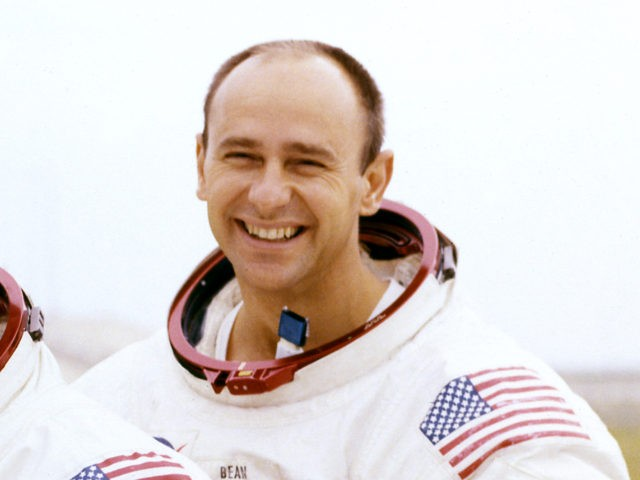 Moonwalking astronaut-artist Alan Bean dies at 86
