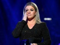 Kelly Clarkson at Billboard Awards: Demands 'Action' on Guns