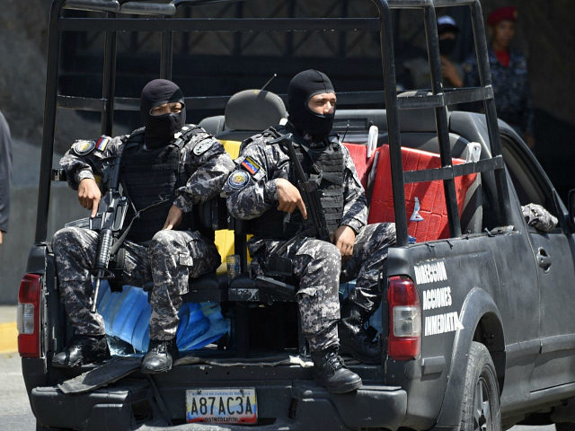 Security forces are seen at the entrance of El Helicoide, the headquarters of the Bolivarian National Intelligence Service (SEBIN), in Caracas, on May 17, 2018, where Venezuelan opponents and a US citizen have seized control of the detention centre. - The Venezuelan opponents and a US Mormon missionary, who took …