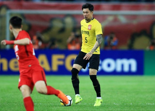 Zhang Linpeng, Guangzhou Evergrande's number five, wore a '15' shirt with yellow tape over the '1'.