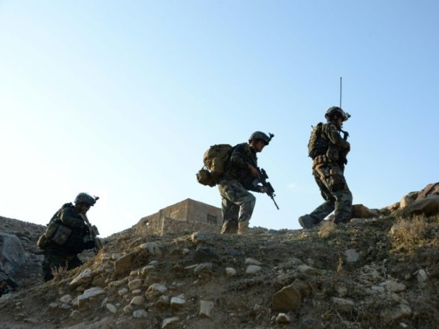 Afghan commandoes and the US air force have driven the Taliban to the outskirts of the western provincial capital of Farah, officials said Wednesday