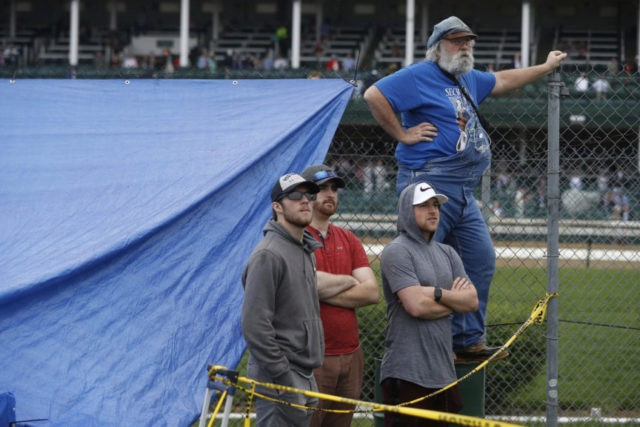The Latest: Kentucky Derby day off to drizzly start _ again