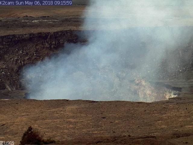 Hawaii volcano destroys 21 homes, spews lava 200 feet in air