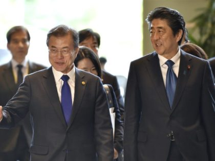 Moon Jae-in, Shinzo Abe