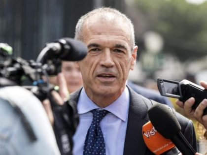 Man tapped to head Italy firmly backs euro, ex-IMF official