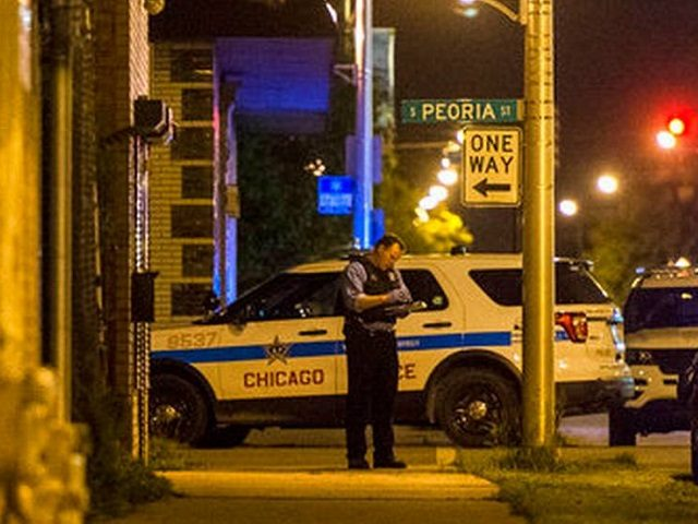 Chicago police investigate the June 4 shooting death of 11-year-old Jechon Anderson. (AP Photo: Tyler LaRiviere via Chicago Sun-Times)
