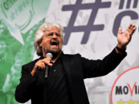 Five Star Mouvement (M5S) founder Beppe Grillo delivers a speech during a meeting with M5S supporters to celebrate the new Italy's gouvernment in downtown Rome, on June 2, 2018, - Giuseppe Conte was finally sworn in today afternoon at the head of an anti-establishment and eurosceptic government, ending months of …