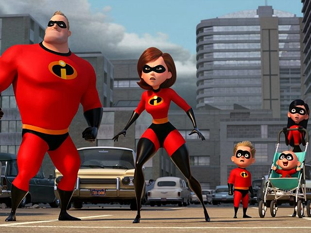 Holly Hunter, Craig T. Nelson, Sarah Vowell, and Huck Milner in Incredibles 2 (Disney/Pixar, 2018)