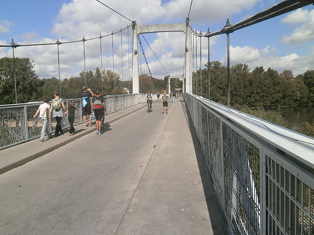 The Saint-Symphorien footbridge (or Pont de fil ) is a pedestrian and bicycle suspension bridge crossing the Loire at Tours , built from 1845 to 1847 by the Seguin brothers , essentially on the site of the old medieval bridge of Tours . (Wikimedia Commons)