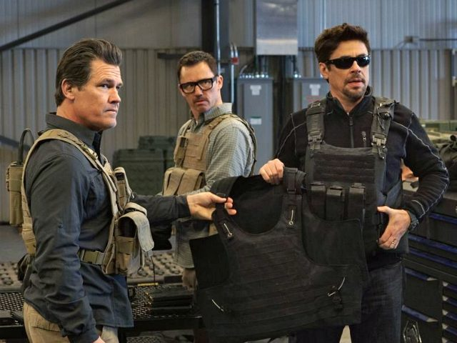 Josh Brolin, Benicio Del Toro, and Jeffrey Donovan in Sicario: Day of the Soldado (Sony Pictures, 2018)
