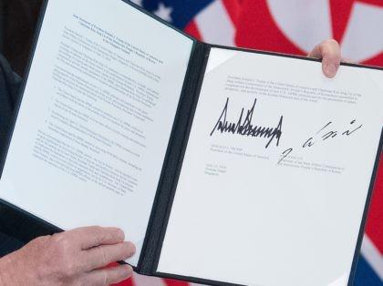 Trump Kim SIngapore document (Saul Loeb / AFP / Getty)