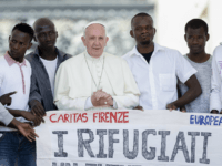 Pope Francis Urges Christians to Overcome Fear of Migrants