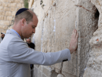 Britain's Prince William touches the Western Wall, the holiest site where Jews can pray, in Jerusalem's Old City on June 28, 2018. - The Duke of Cambridge is the first member of the royal family to make an official visit to the Jewish state and the Palestinian territories. (Photo by …