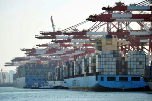 Americans imported fewer mobile telephones and consumer goods as well as passenger cars in April 2018