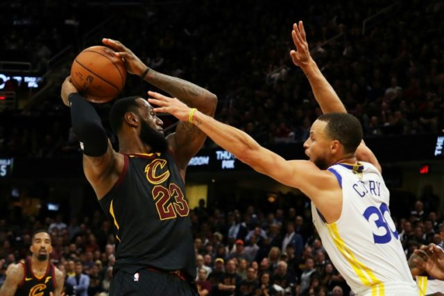 LeBron James (L) of the Cleveland Cavaliers and Stephen Curry (R) of the Golden State Warriors are battling for the NAB title, but neither is likely to visit President Donald Trump afterwards