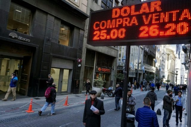Argentine stock market up 4.15 percent after IMF deal