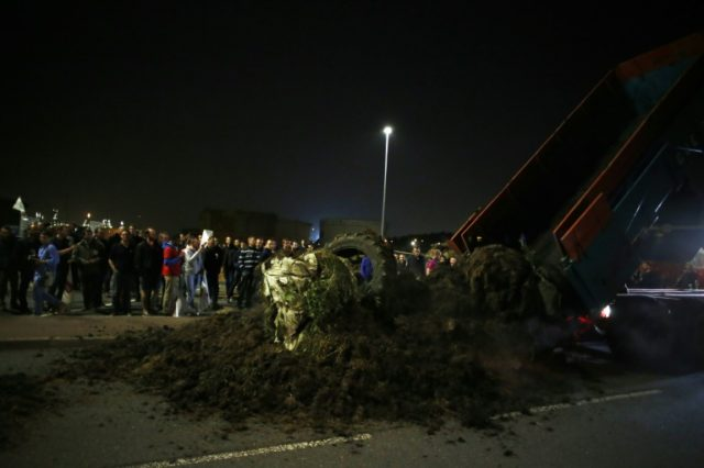 French farmers dump manure in front of refinery gates