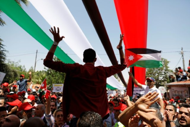 Jordanian protesters chant slogans during an anti-austerity rally on June 6, 2018 in front of the Amman headquarters of the Federation of Trade Unions