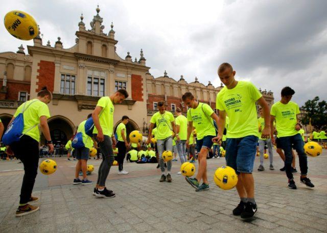 Poland sets new football 'keepy-uppy' world record