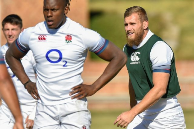 England's winger Brad Shields (R), seen with teammtes during the captain's run at the Saint Stithians College in Johannesburg on June 8, 2018, on the eve of their first Test match against South Africa