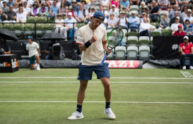 Pouille survives nervous moments to beat Istomin