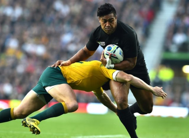 Julian Savea (R) is expected to head to France after the Super Rugby season