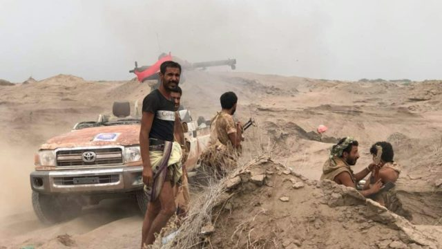 Yemeni pro-government forces man a barricade in the area of Al-Fazah in Hodeida province on June 16, 2018 as they battle to retake from Huthi rebels the strategic Hodeida port