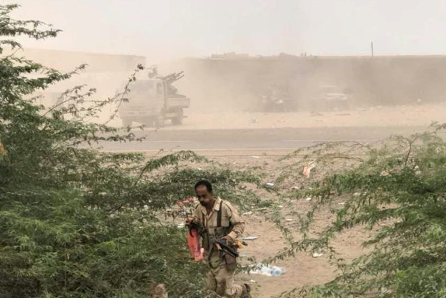 Yemeni pro-government forces launch an attack on Huthi rebels in Hodeida province on June 16, 2018 as loyalists try to take back control of a key port