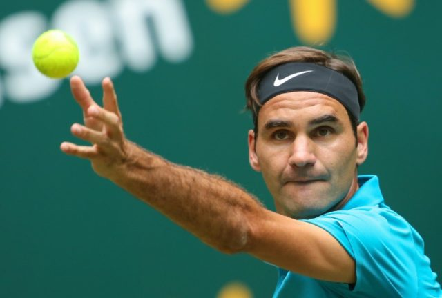 Roger Federer began his last week of pre-Wimbledon competition with a 6-3, 6-4 defeat of Slovene Aljaz Bedene on Tuesday